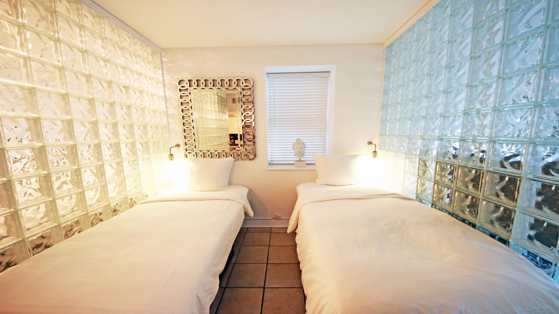Bedroom-nr-3-with-1-king-or-2-twin-beds